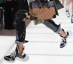 Balenciaga e Louis Vuitton dalle scorse passerelle.